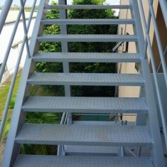 Cầu thang thoát hiểm - 006